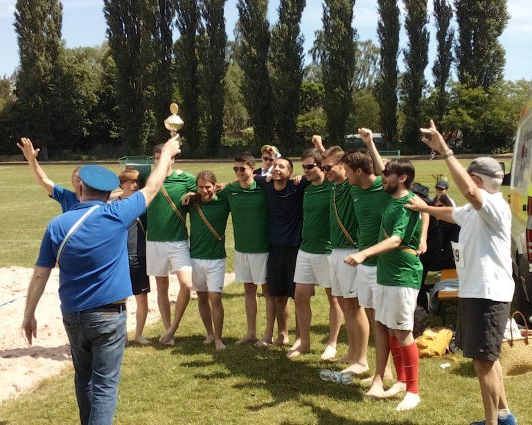 Studentenverbindung Asciburgia feiert den ersten Platz bei einem Sportfest
